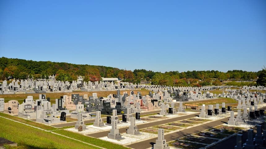 日本三大霊園を紹介!著名人が多く眠る歴史好きはぜひ訪れたい名所 ...