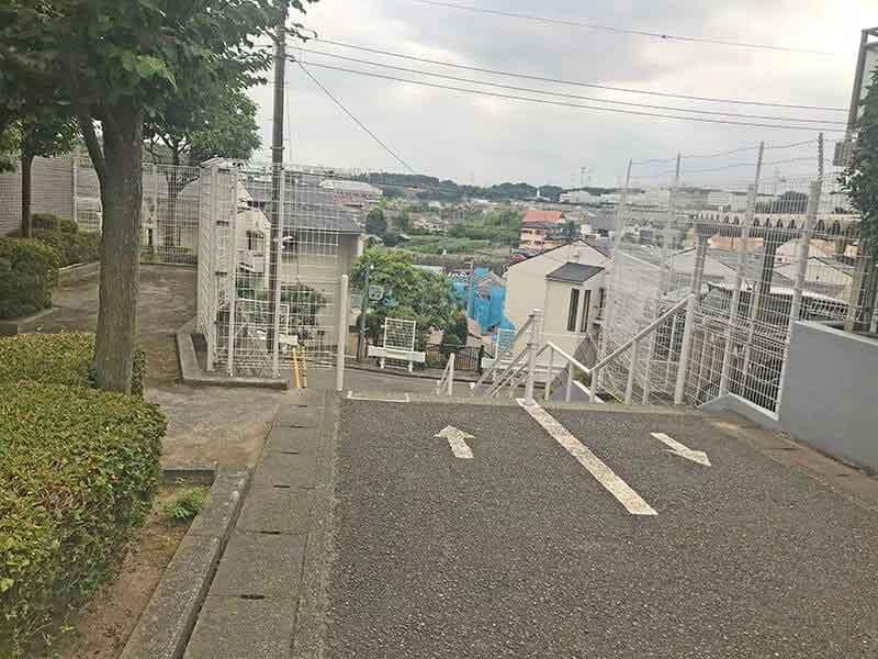 川崎清風霊園前の階段