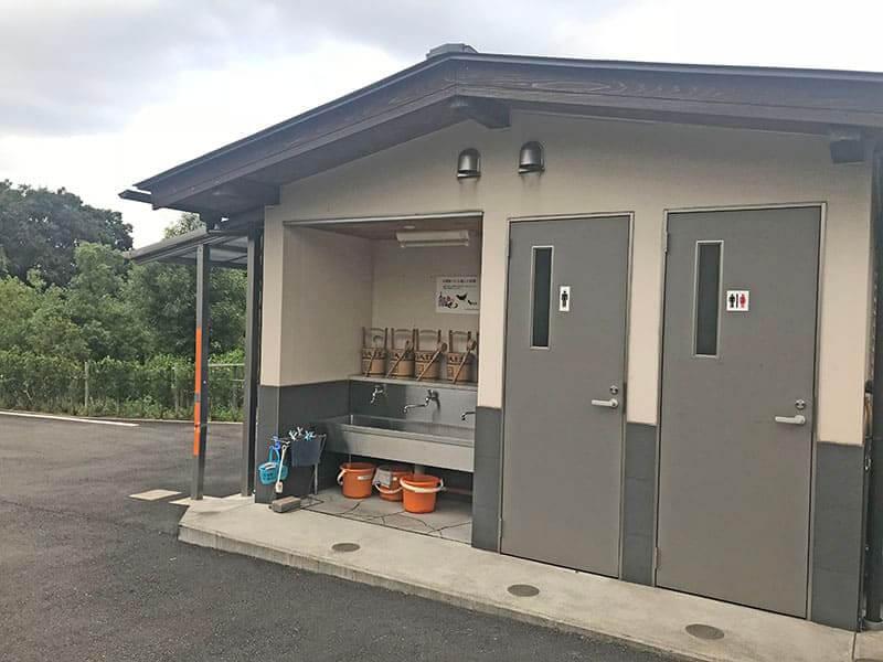 川崎清風霊園内トイレ