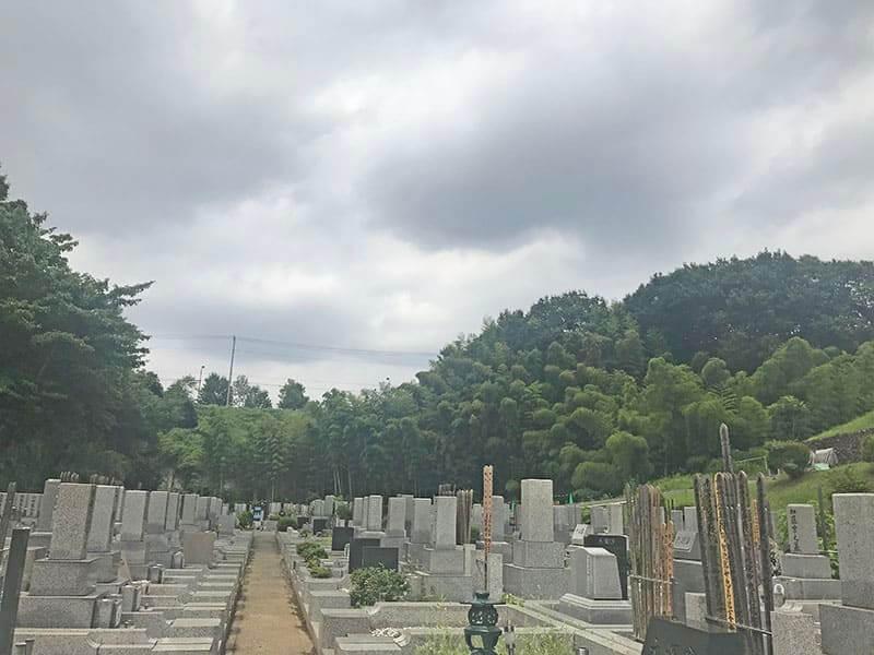 片倉聖地霊苑和型墓石