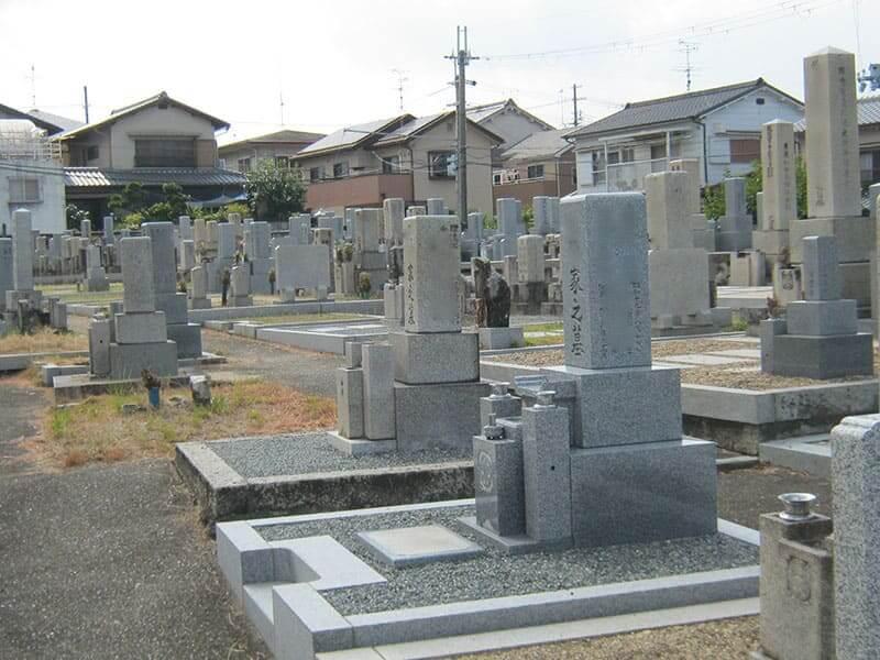 七条町南山墓地の和型墓石
