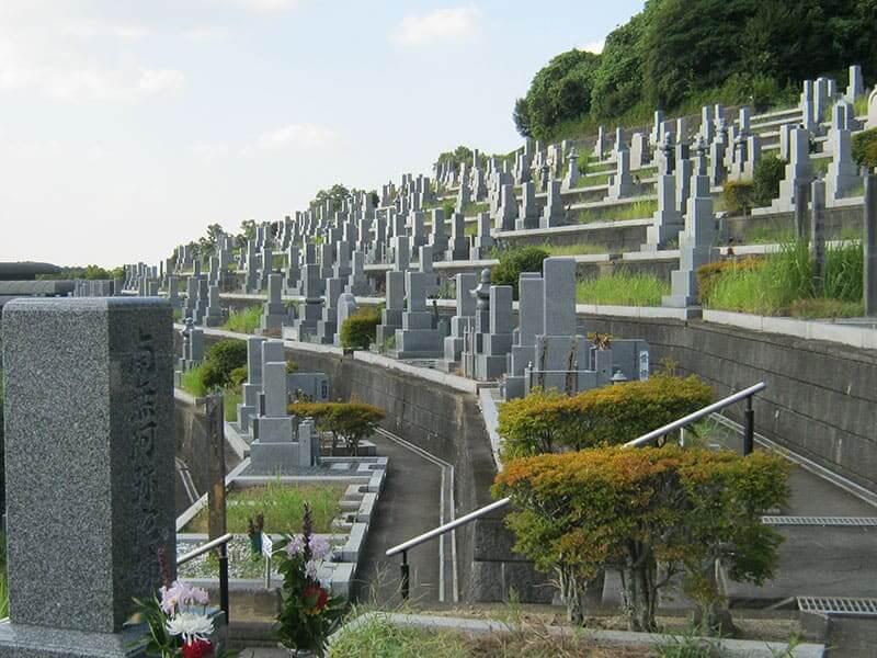 香具山墓園の段になってるお墓