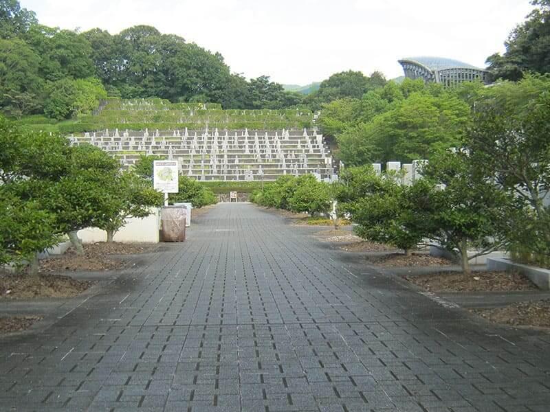 香具山墓園のメイン通路