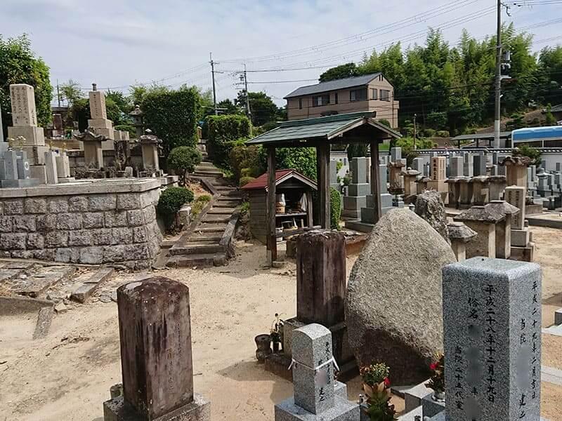 発志院墓地の水汲み場