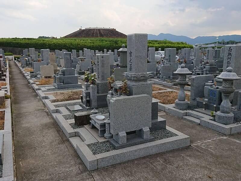 広陵町営 石塚霊園の墓石と墓誌