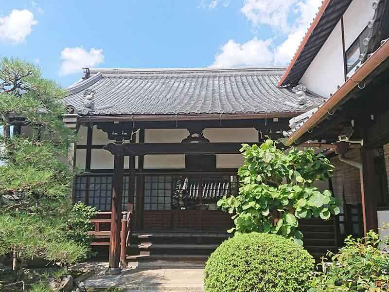 専徳寺本堂とお庭