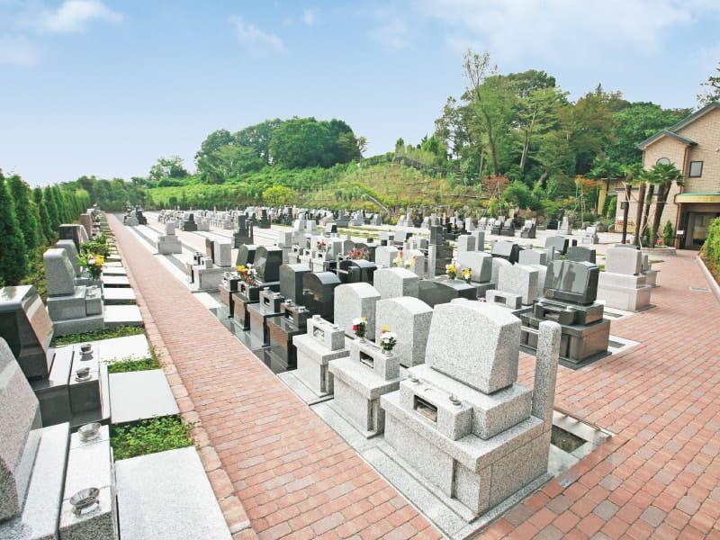 南大沢霊園の洋型墓石
