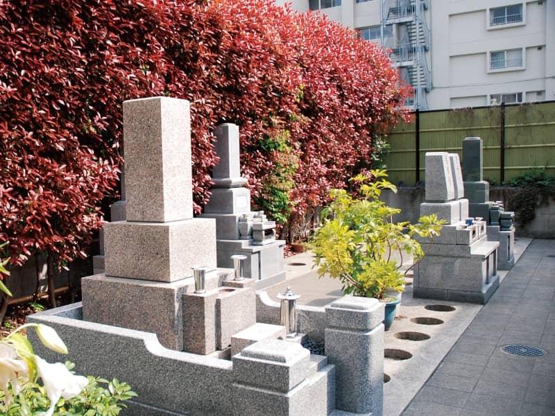 長巌寺墓苑の和型墓石