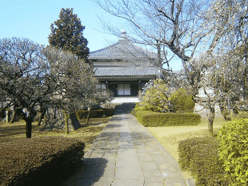 日曜寺墓苑のお寺外観