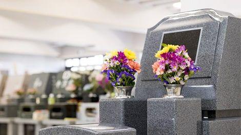 神奈川聖堂 屋内でも生花がお供えできる