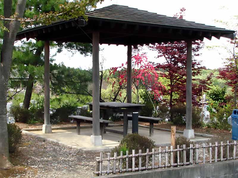森林公園昭和浄苑 風が心地よい休憩スペース