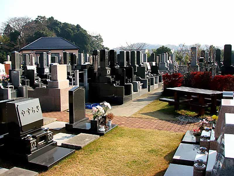 戸塚長沼霊苑 緑に囲まれた墓域