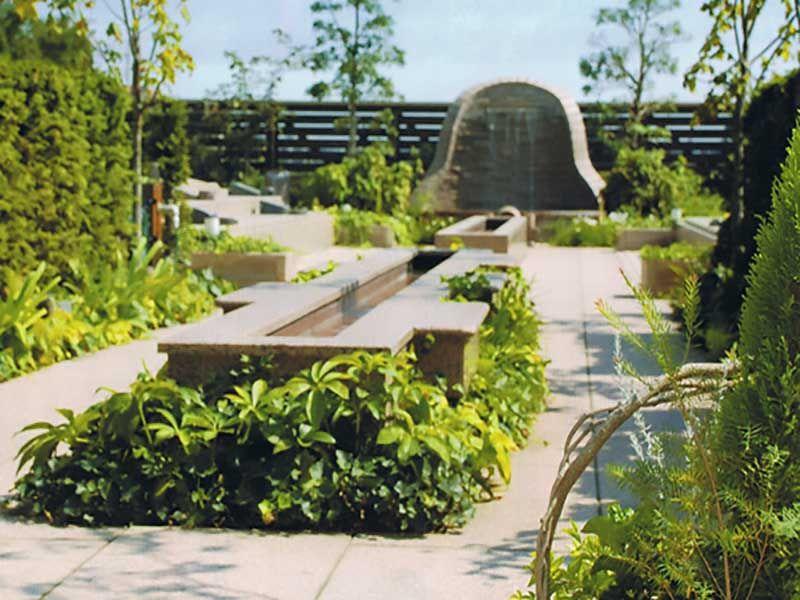 鴻巣霊園 花と緑が溢れる明るい雰囲気