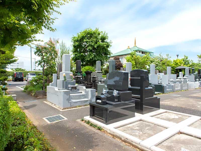 花木の彩 新埼玉霊園 駐車場は墓地に隣接