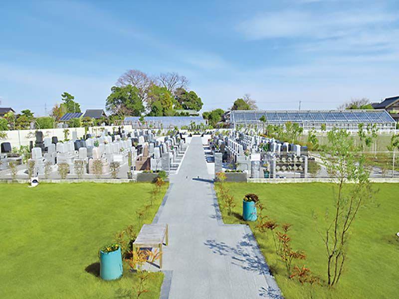 久喜清久霊園の園内を彩る緑の芝生