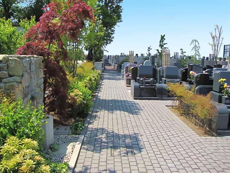 久喜聖地公苑 石畳の参道