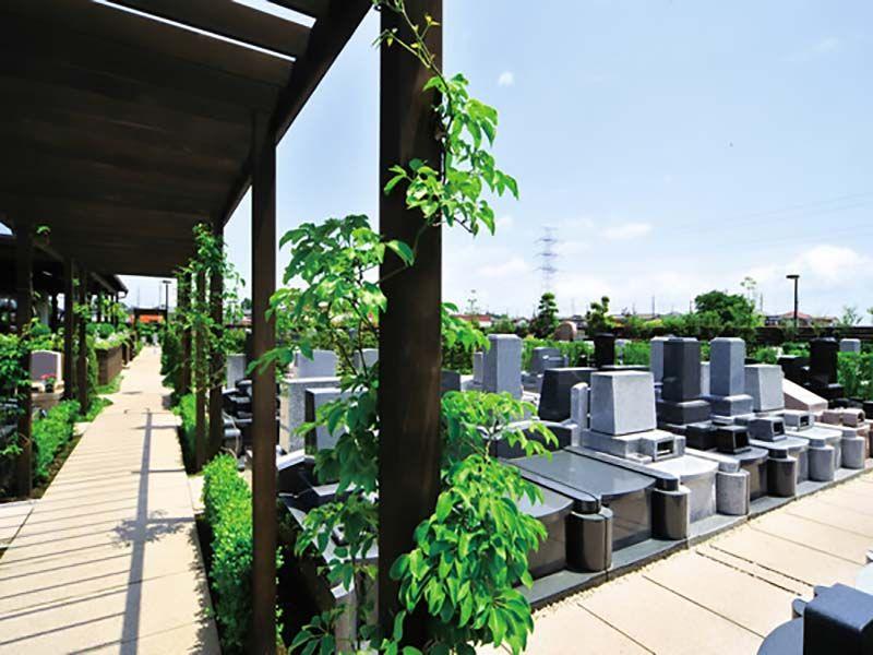 鴻巣霊園 緑が溢れる墓域