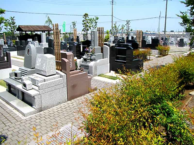 久喜聖地公苑 様々な墓石が並ぶ墓域