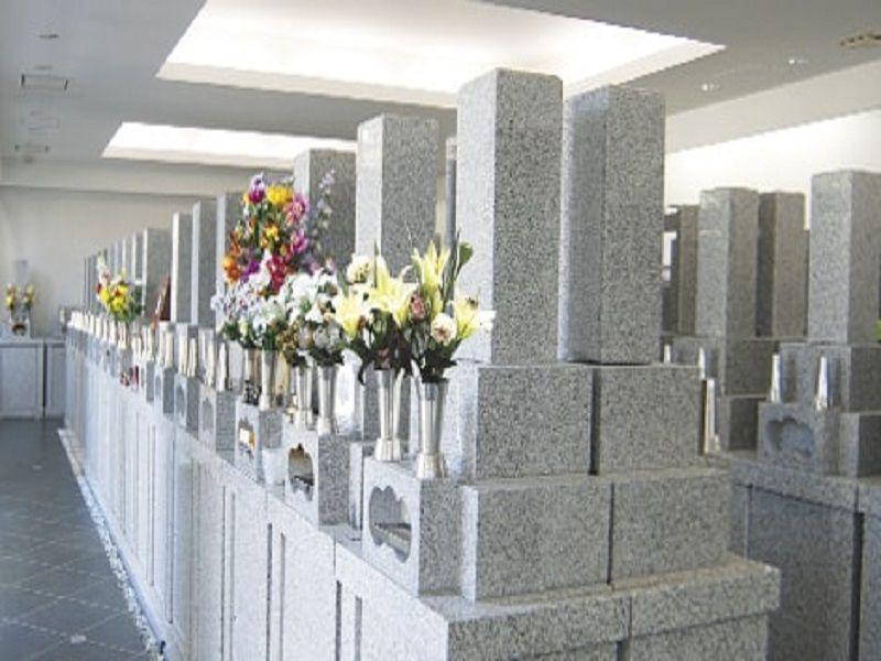 尼将軍 南の丘霊堂 屋内墓地風景