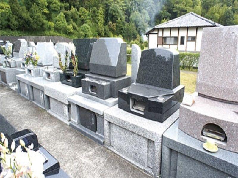 横浜港南台霊園 洋型の墓石
