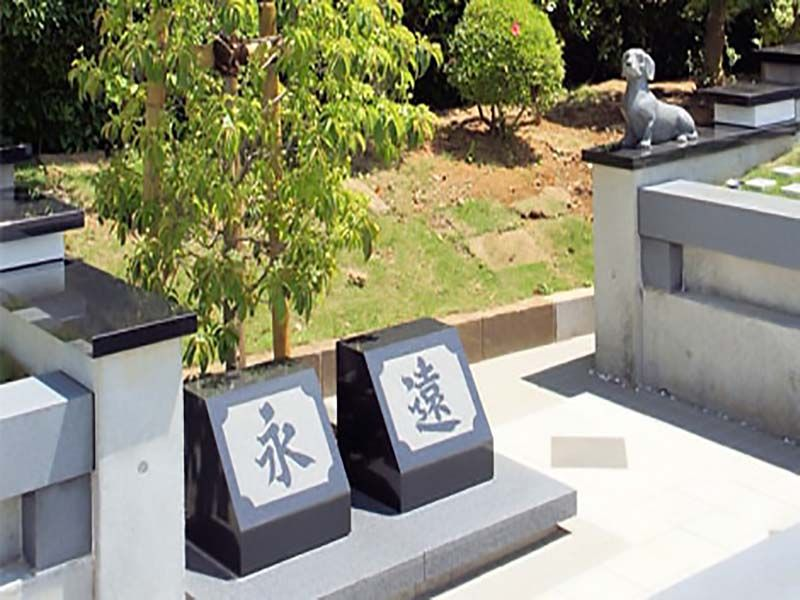 船橋メルヘンパーク 樹木葬墓地「こころの樹」 墓域に建立された「永遠」の文字