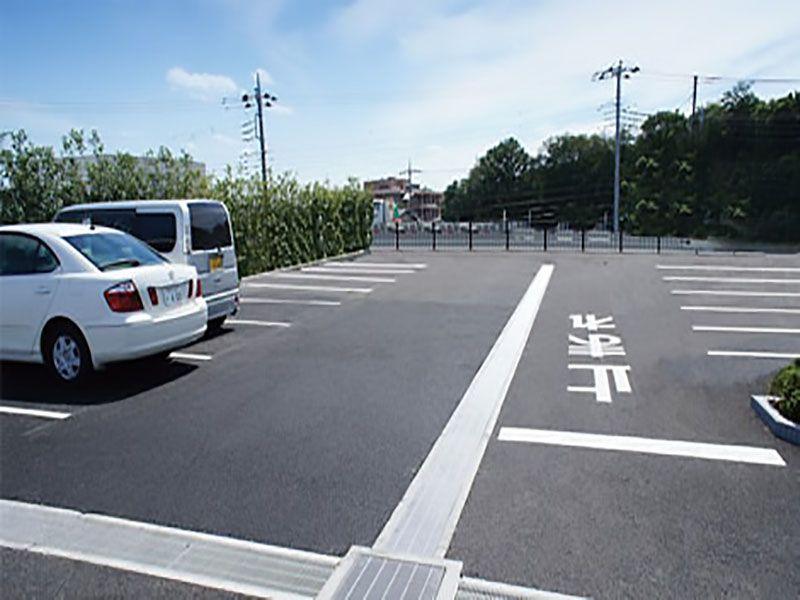 なごみの丘霊園 駐車場も完備