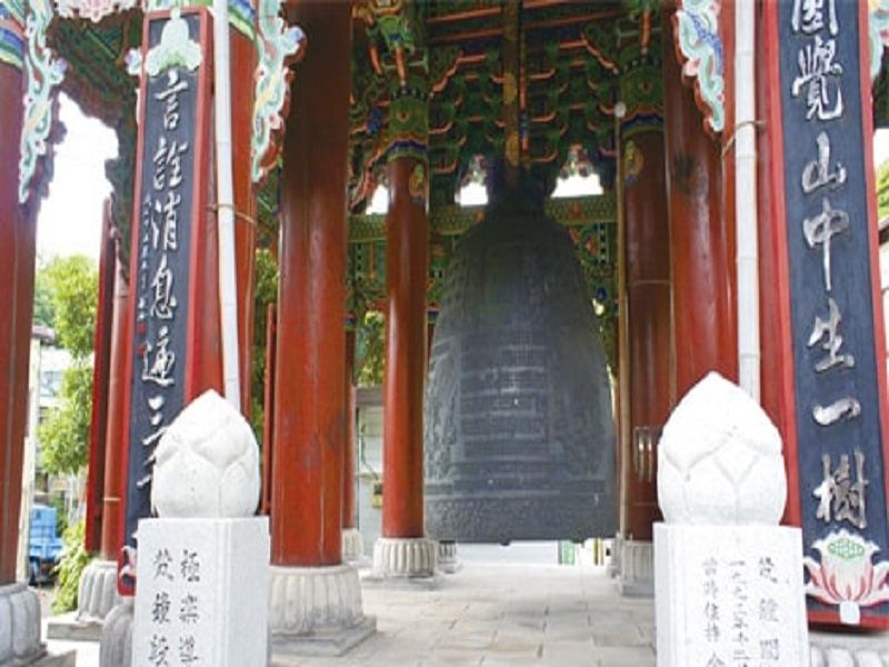 横浜港南台霊園 霊園のシンボルの大鐘楼