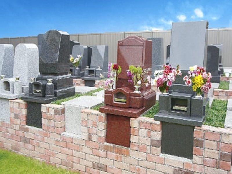 メモリアル庭園桜ヶ丘 レンガと芝生で彩られた墓域