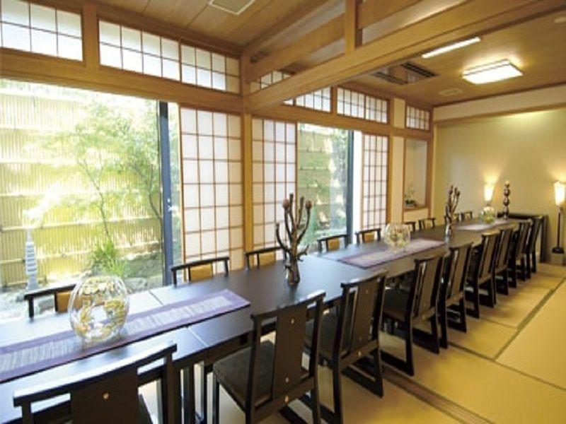 八景苑 管理棟内の和風の会食室