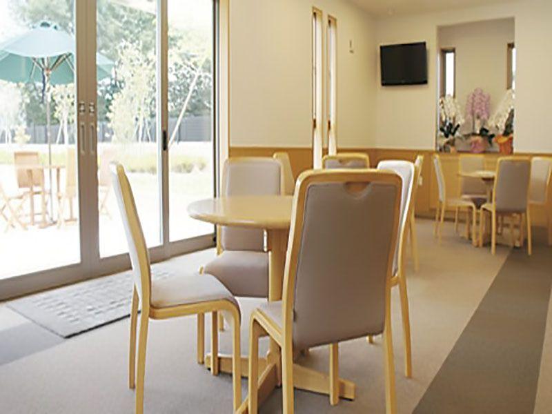 聖苑花みずき東霊苑 室内にも休憩スペースを完備