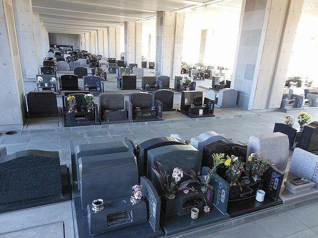 さいたま市営霊園 思い出の里 風が抜ける開放的な雰囲気の屋内墓地