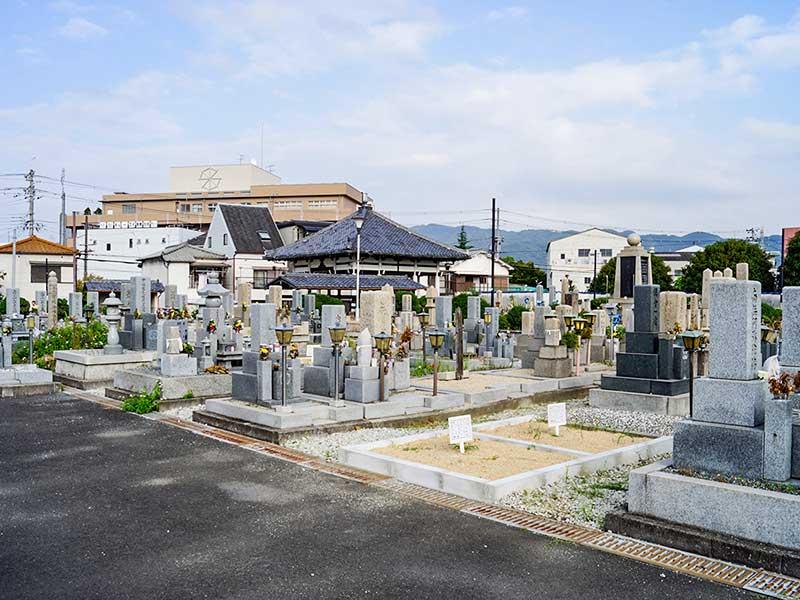 八尾市立 安中墓地 広々とした墓域