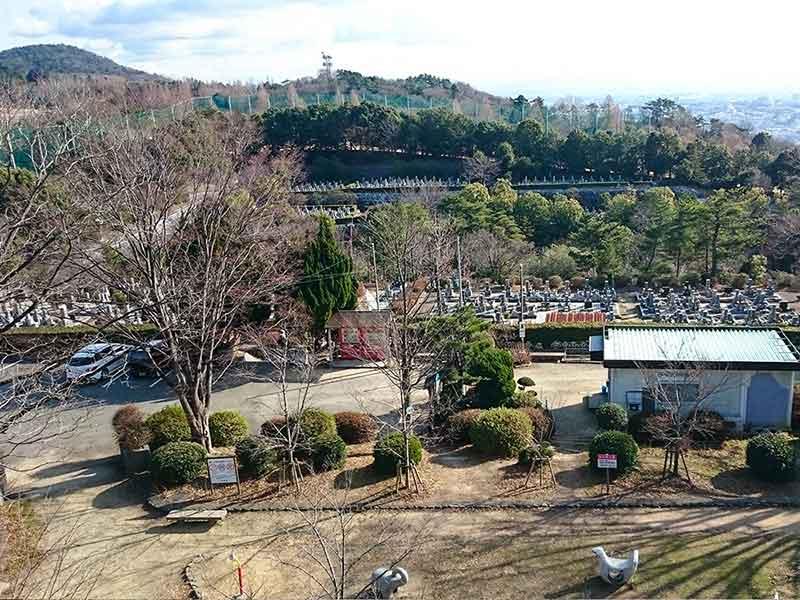 池田市営 五月山霊園 高台から見た園内