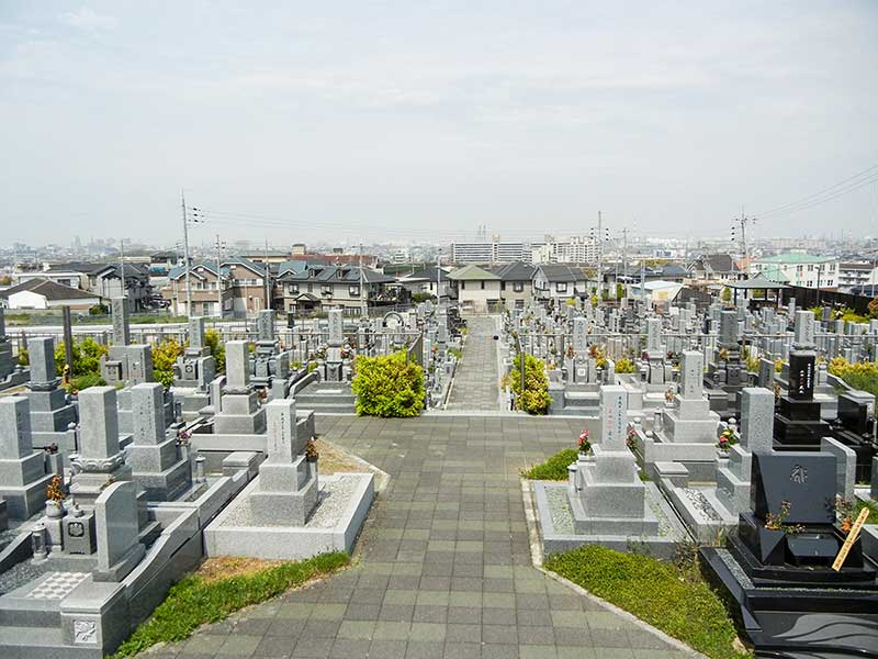 和泉市設 信太山墓地 明るい雰囲気の園内