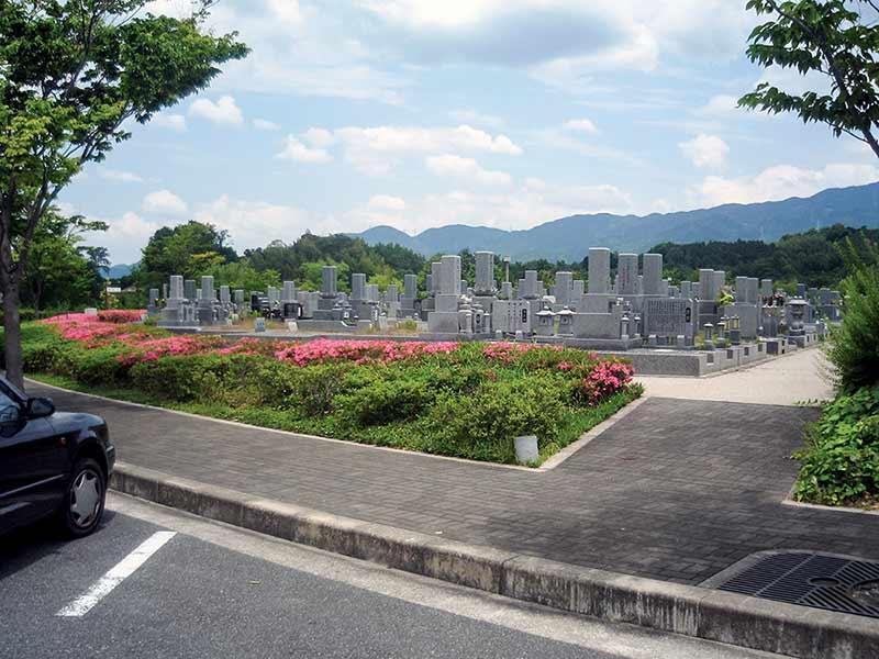 富田林市営 富田林霊園 墓域横の駐車スペース