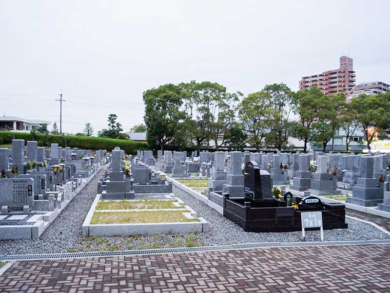 寝屋川市公園墓地 水はけの良い砂利とインターロッキング舗装