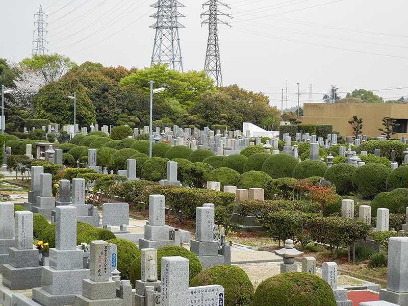 大阪狭山市公園墓地 自然あふれる墓地内