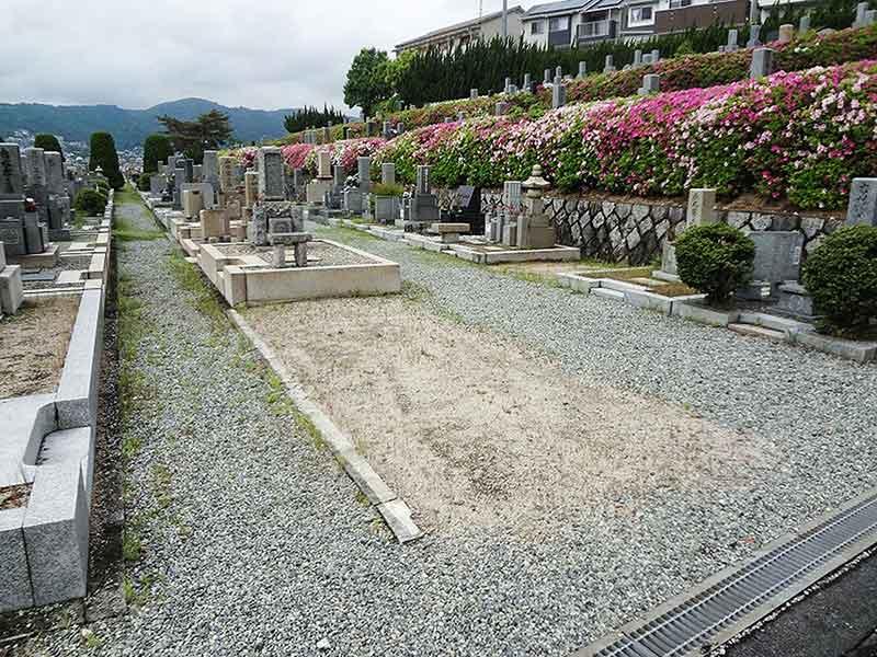 箕面市立霊園 植栽が美しい墓域