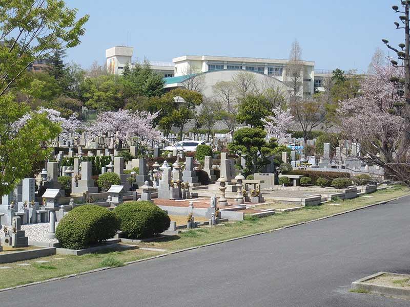 大阪市設 服部霊園の全景