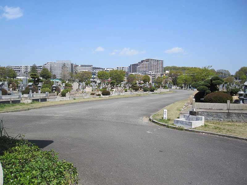 大阪市設 服部霊園の平坦な墓域