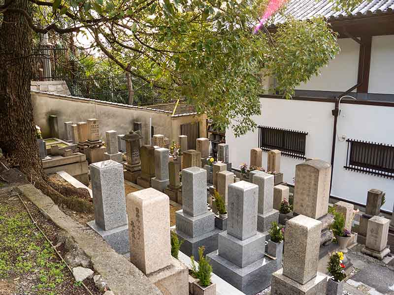 善龍寺墓地(史跡口縄坂)