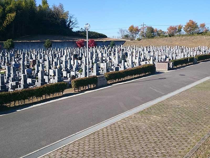 岸和田市墓苑(流木墓苑) 四季折々の自然が見られる墓苑内