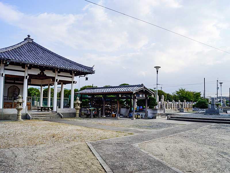 八尾市立 安中墓地 法要施設と水場