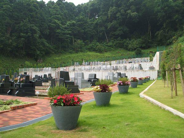 湘南メモリアルガーデン 緑に囲まれた落ち着いた立地