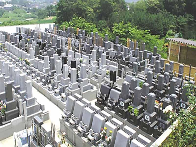 みろくの里霊苑 きれいに区画された墓域