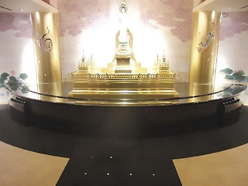 春秋苑 青蓮堂 屋内御廟  荘厳な参拝ホール