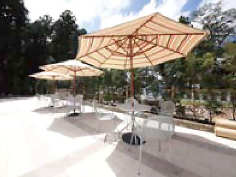 鶴ヶ島さくら並木霊園セントソフィア パラソル付きテラス席