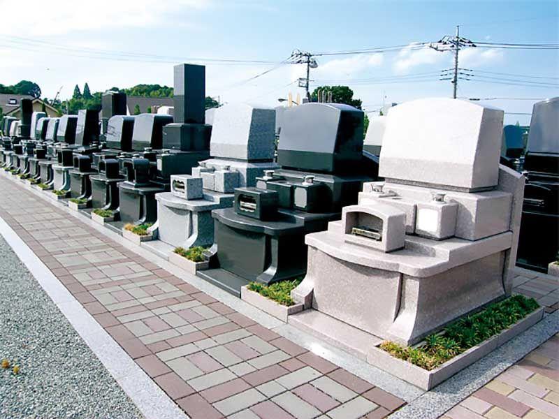 緑山メモリアルパーク 和型・洋型の墓石が並ぶ墓域