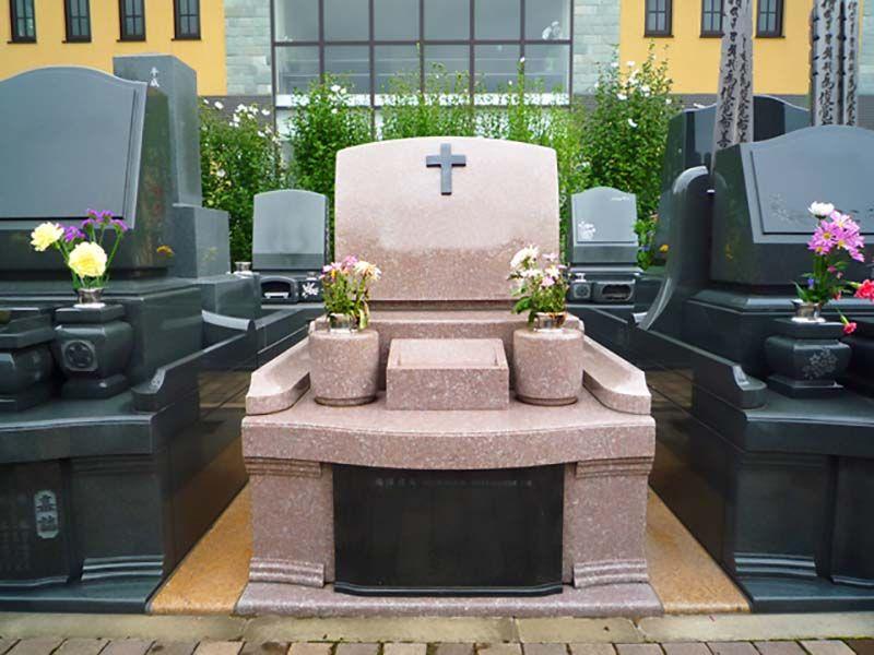 メモリアルサンステージ 自由なデザインが並ぶ墓域②