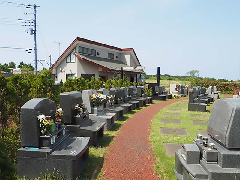 芝生の霊園あさか野セカンドステージ 曲線に配列された墓域